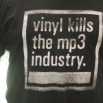 Le vinyle détruit l'industrie du digital ...