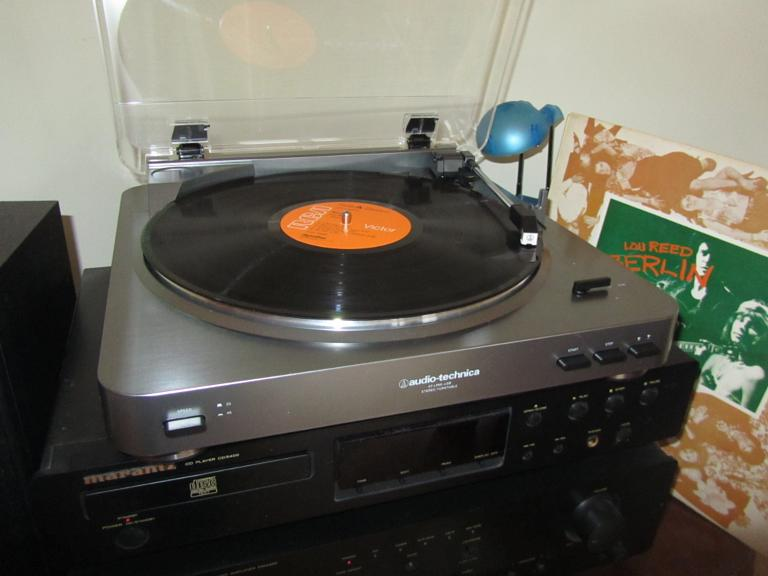 gallery_record-player-4